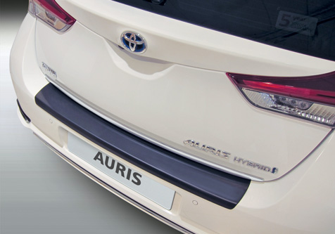 Takapuskurin kolhusuoja Toyota Auris 9.2015