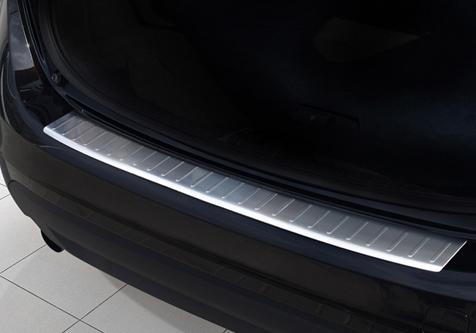 Takapuskurin kolhusuoja Volvo V60/V60 10-, Rosteri