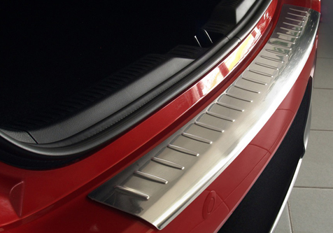 Takapuskurin kolhusuoja Toyota Auris 5D 13-15, Rosteri