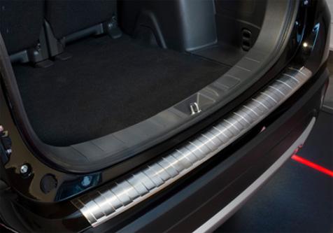 Takapuskurin kolhusuoja Mitsubishi Outlander 15-, Rosteri