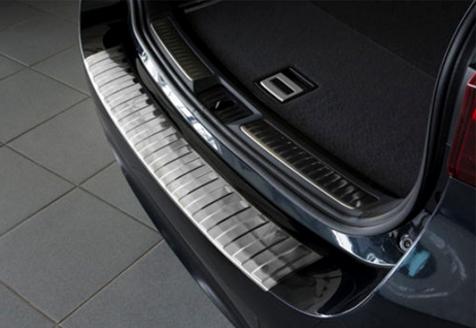Takapuskurin kolhusuoja Toyota Avensis Kombi 15-, Rosteri