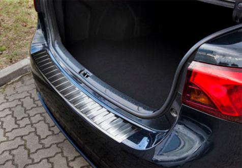 Takapuskurin kolhusuoja Toyota Avensis Sedan 15-, Rosteri