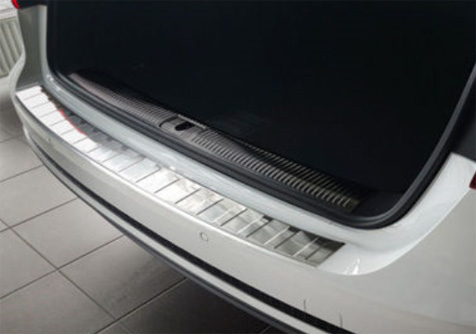 Takapuskurin kolhusuoja Audi A4 Avant 11/2015-, Rosteri