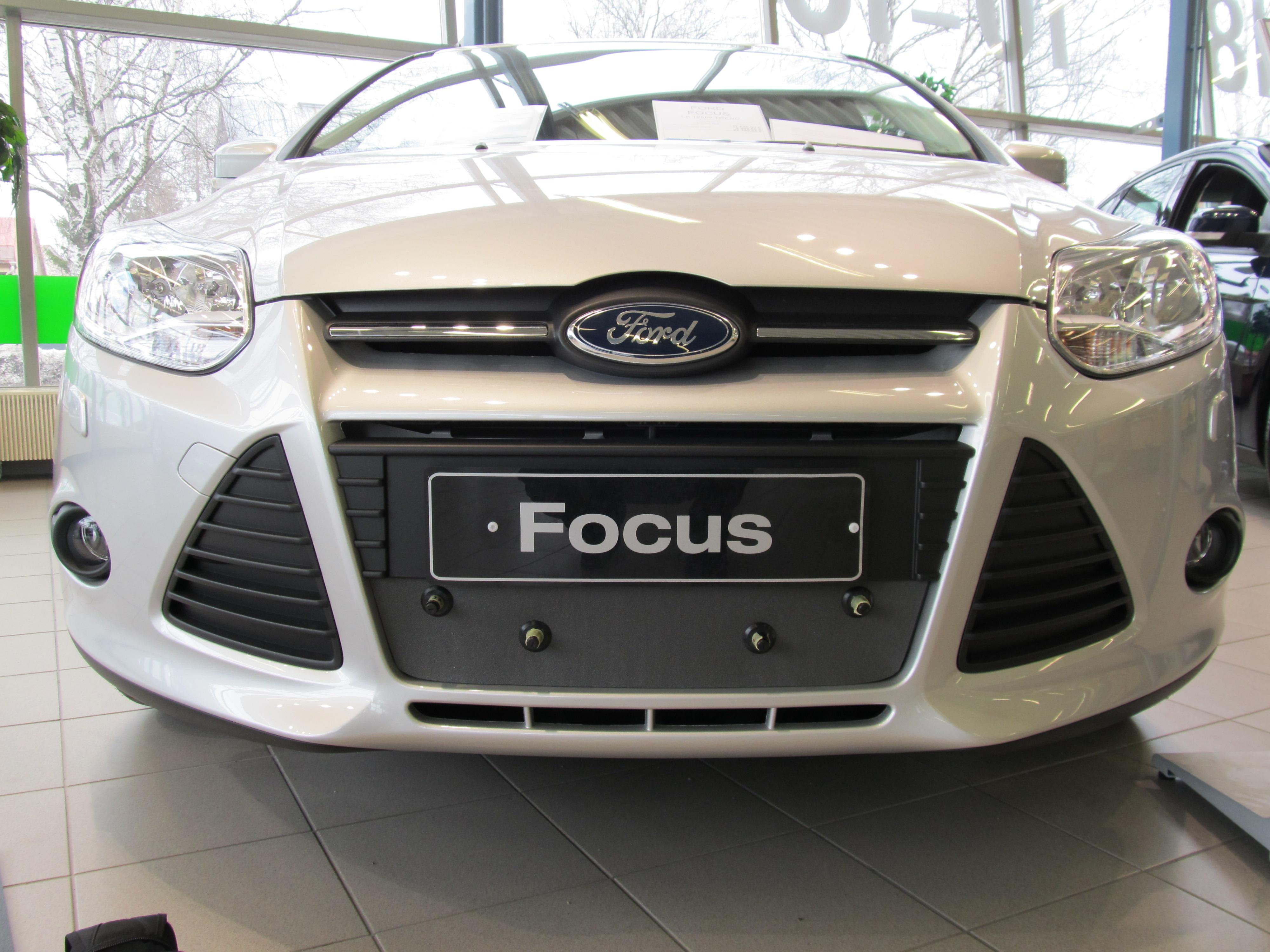 Maskisuoja Ford Focus 2011-2014