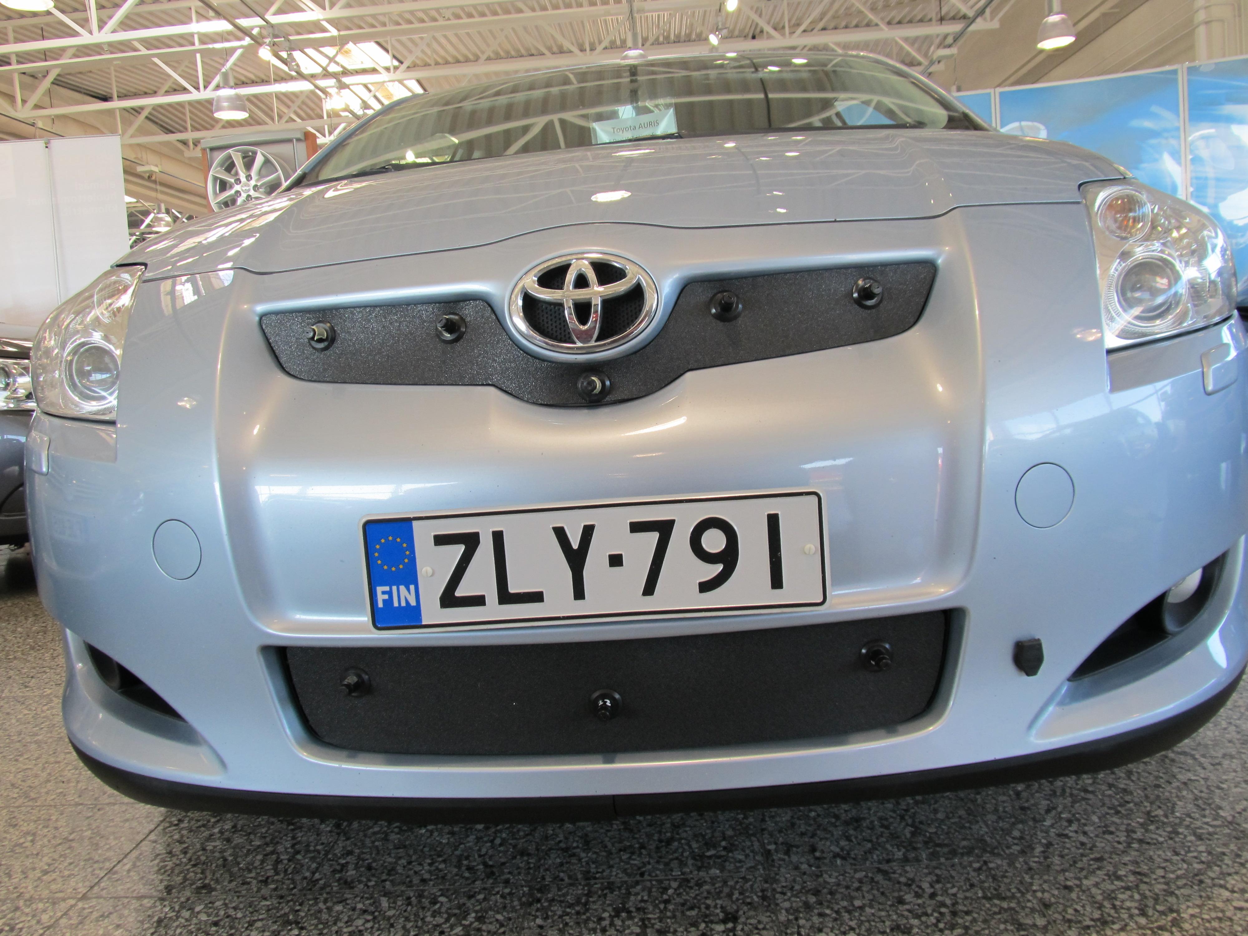 Maskisuoja Toyota Auris 06-09