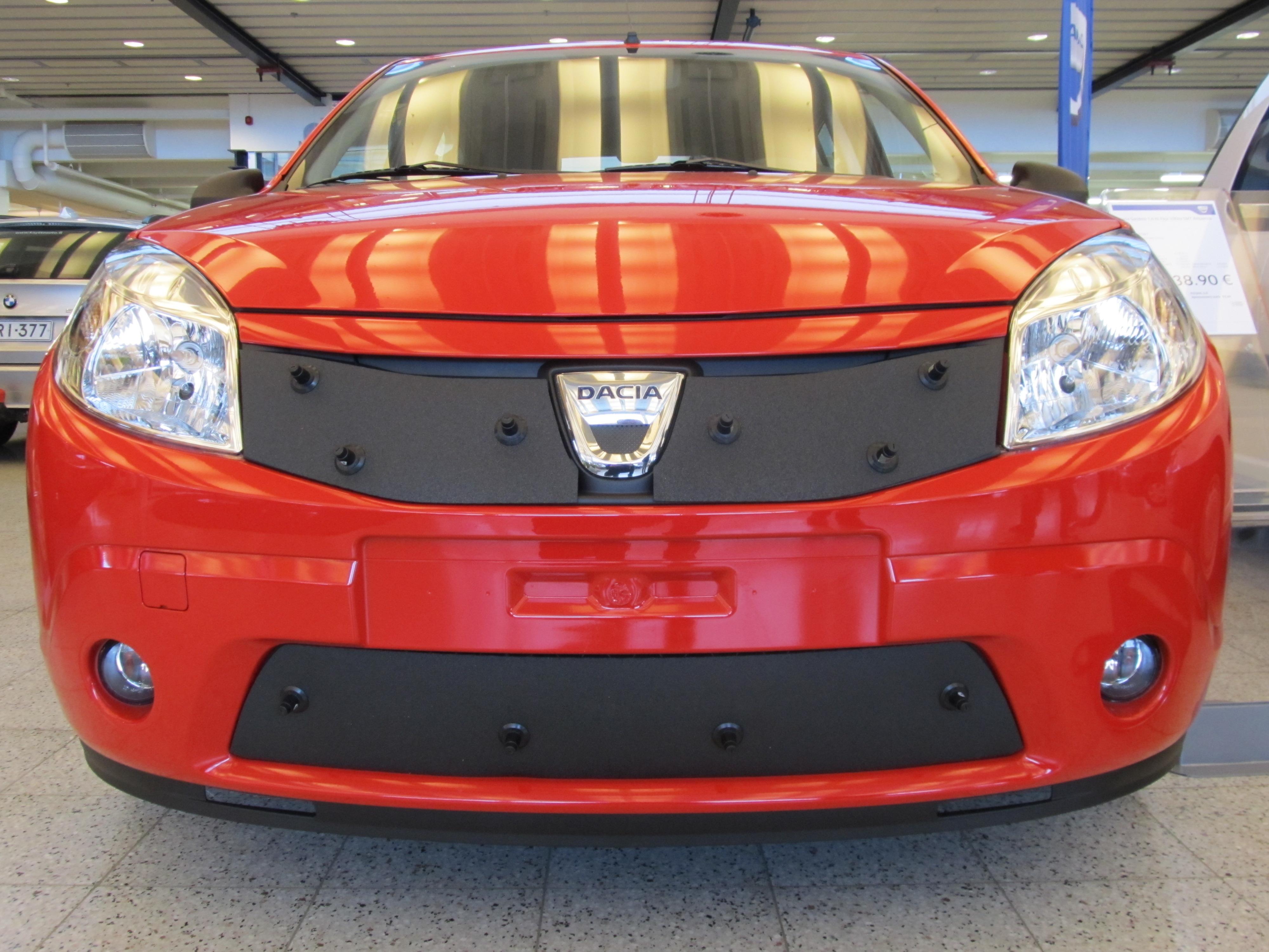 Maskisuoja Dacia Sandero 2010-2012