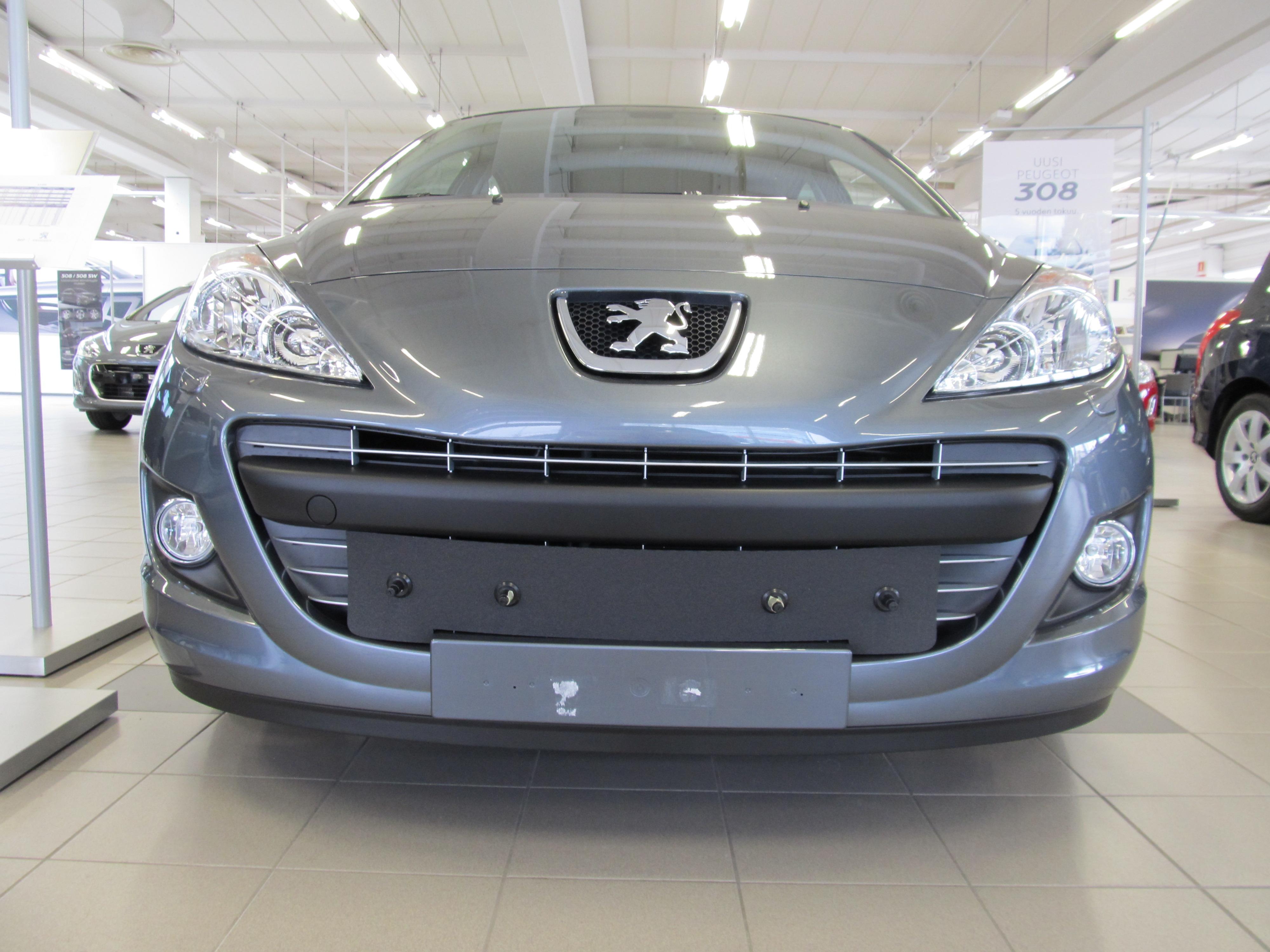 Maskisuoja Peugeot Partner / Teepee 2013- (Kopio)