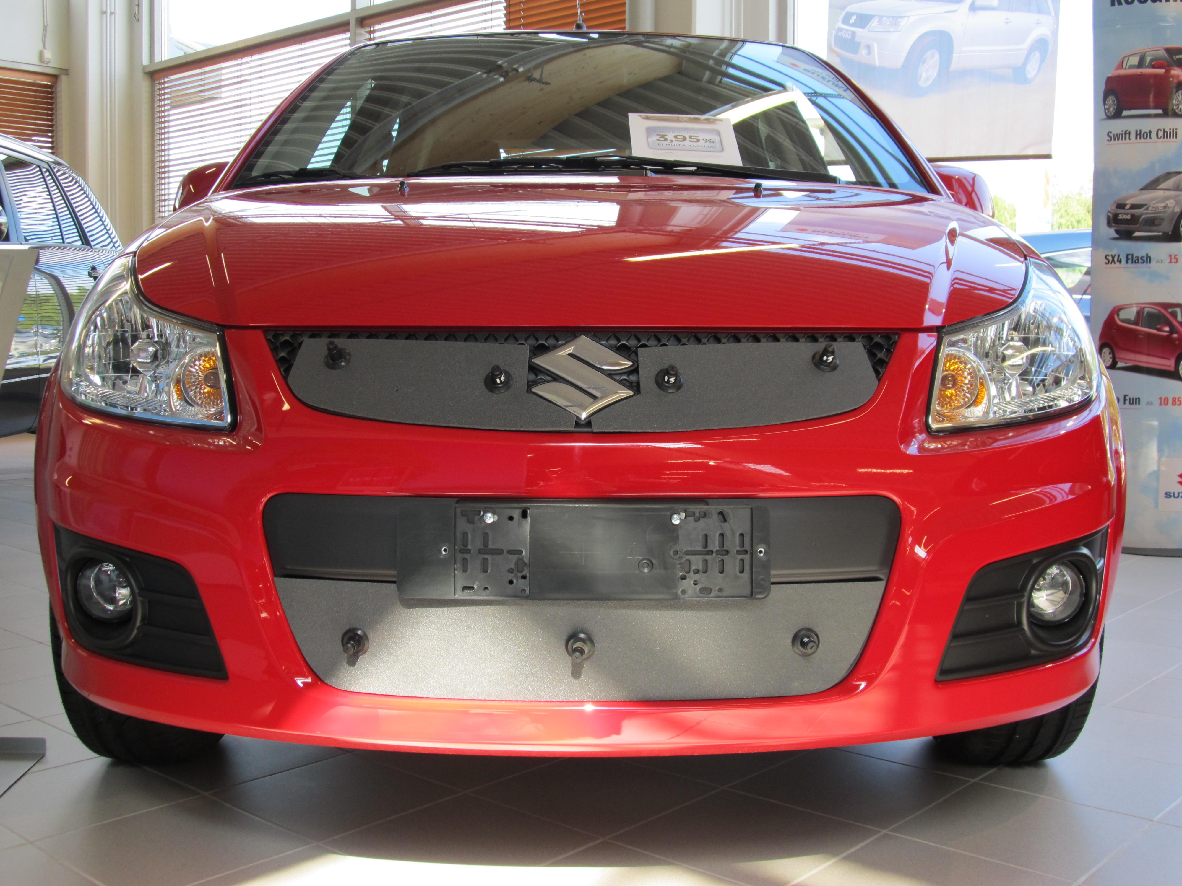 Maskisuoja Suzuki SX4 (molemmat mallit) 2011-2013
