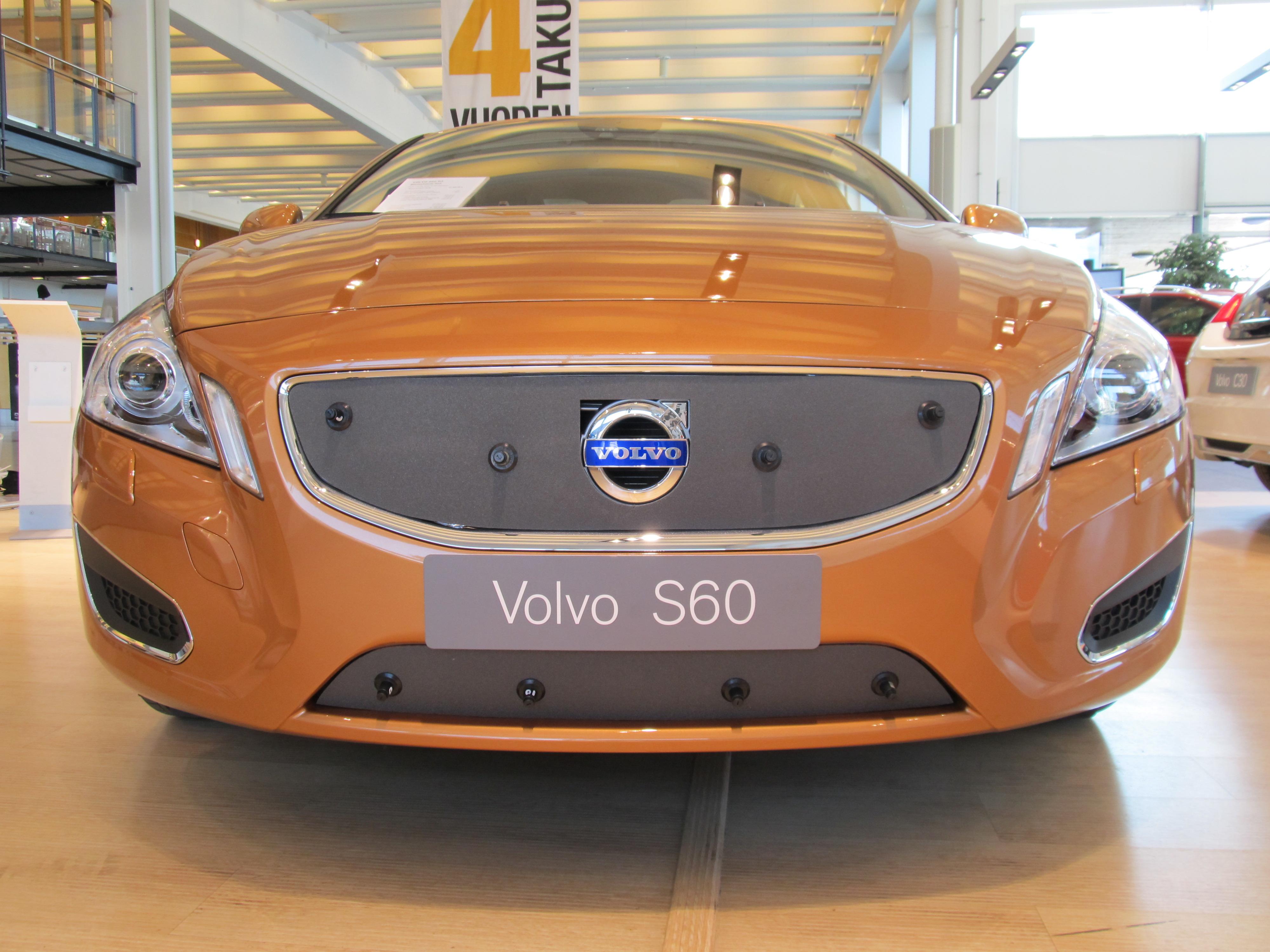 Maskisuoja Volvo S60/V60, osittain umpinainen säleikkö (Kopio)