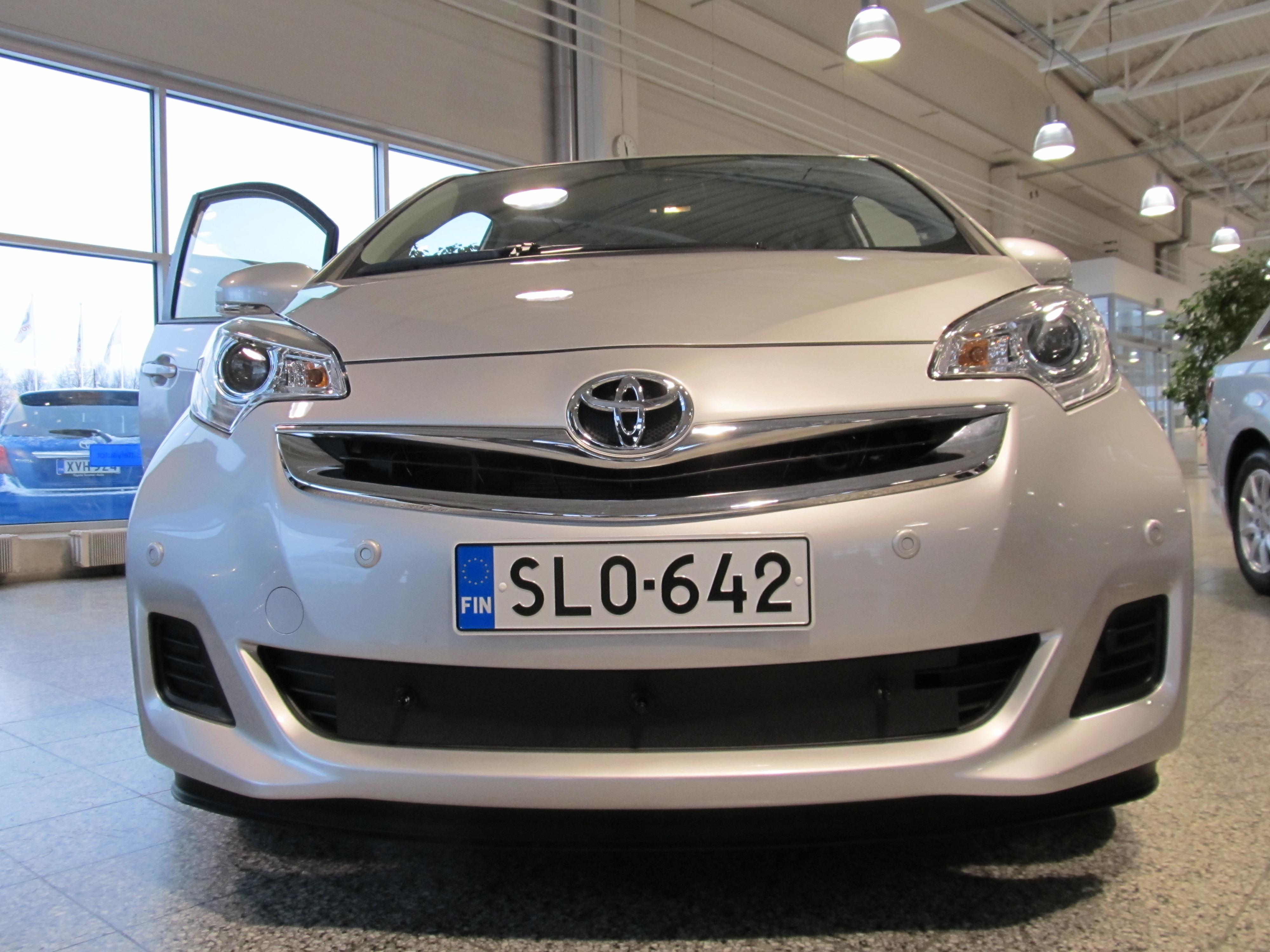 Maskisuoja Toyota Verso S 2011-2013 (Kopio)