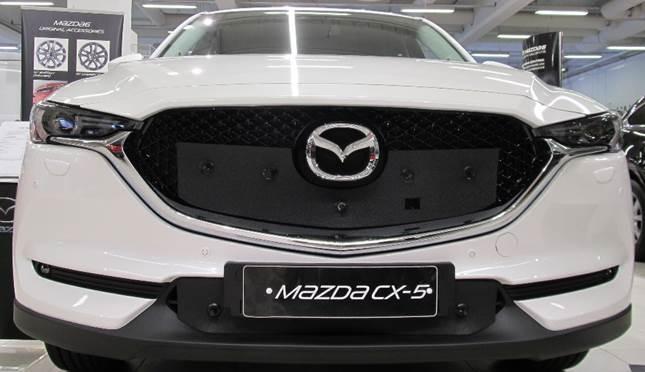 Maskisuoja Mazda CX-5 2015-2017 (parkkitutkilla) (Kopio)