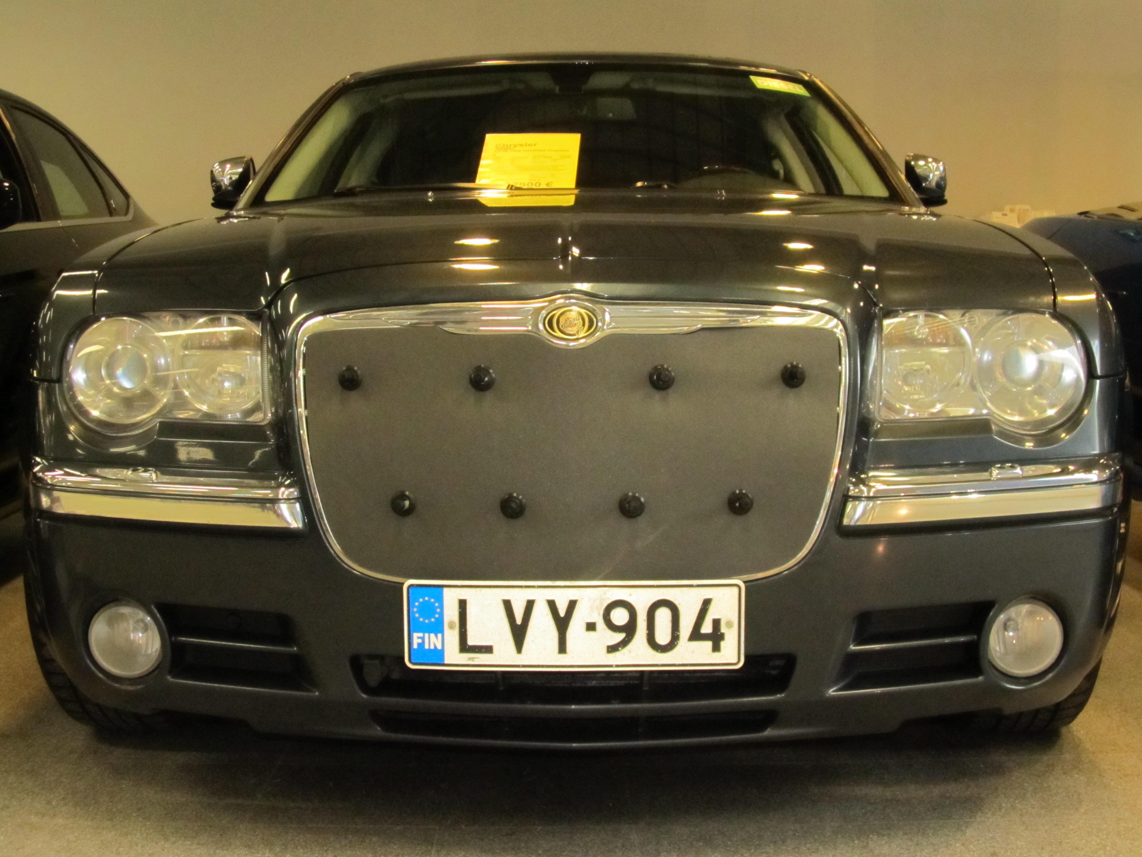 Maskisuoja Chrysler 300C 2004-2010