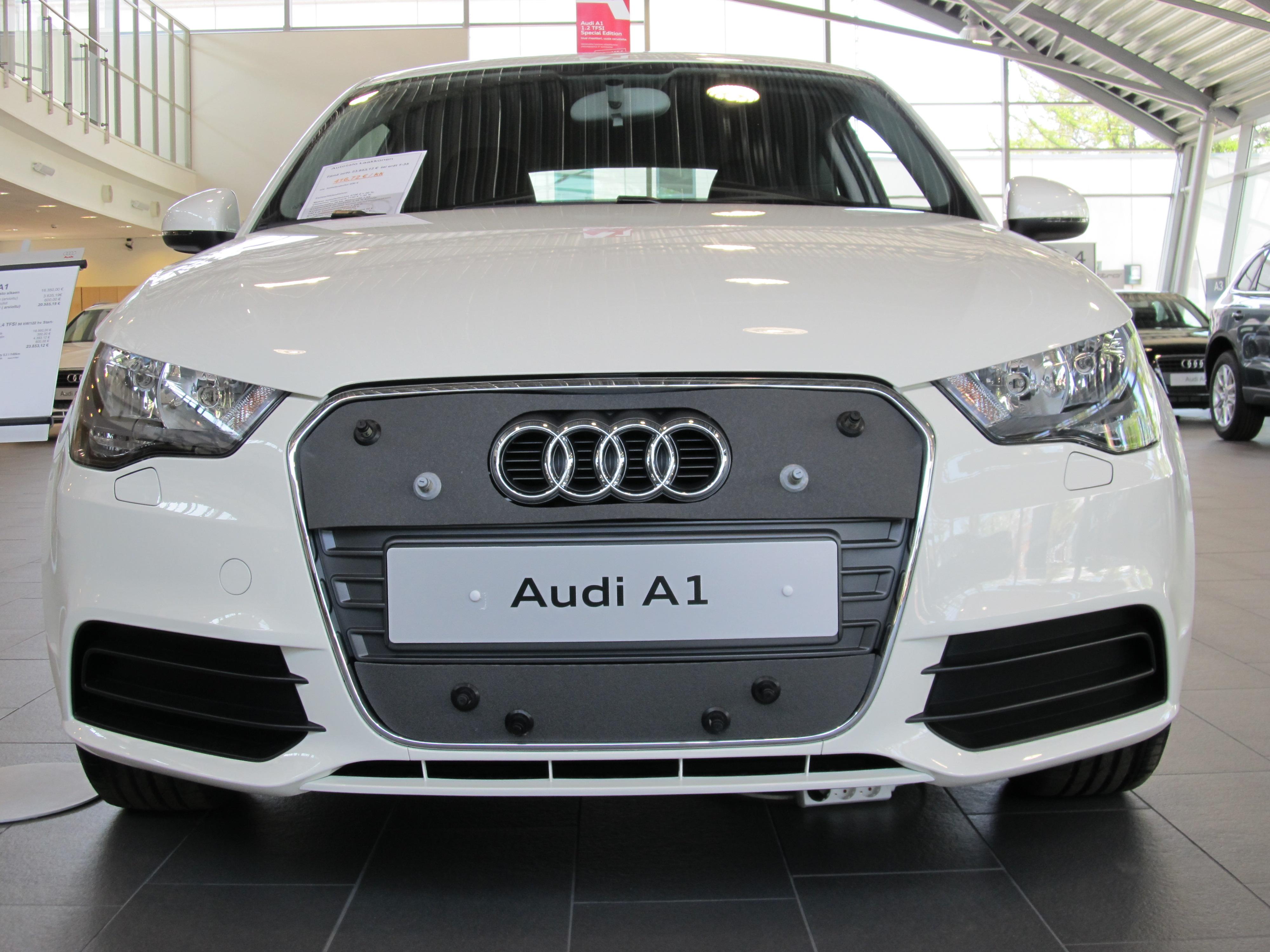Maskisuoja Audi A1 2010-2014