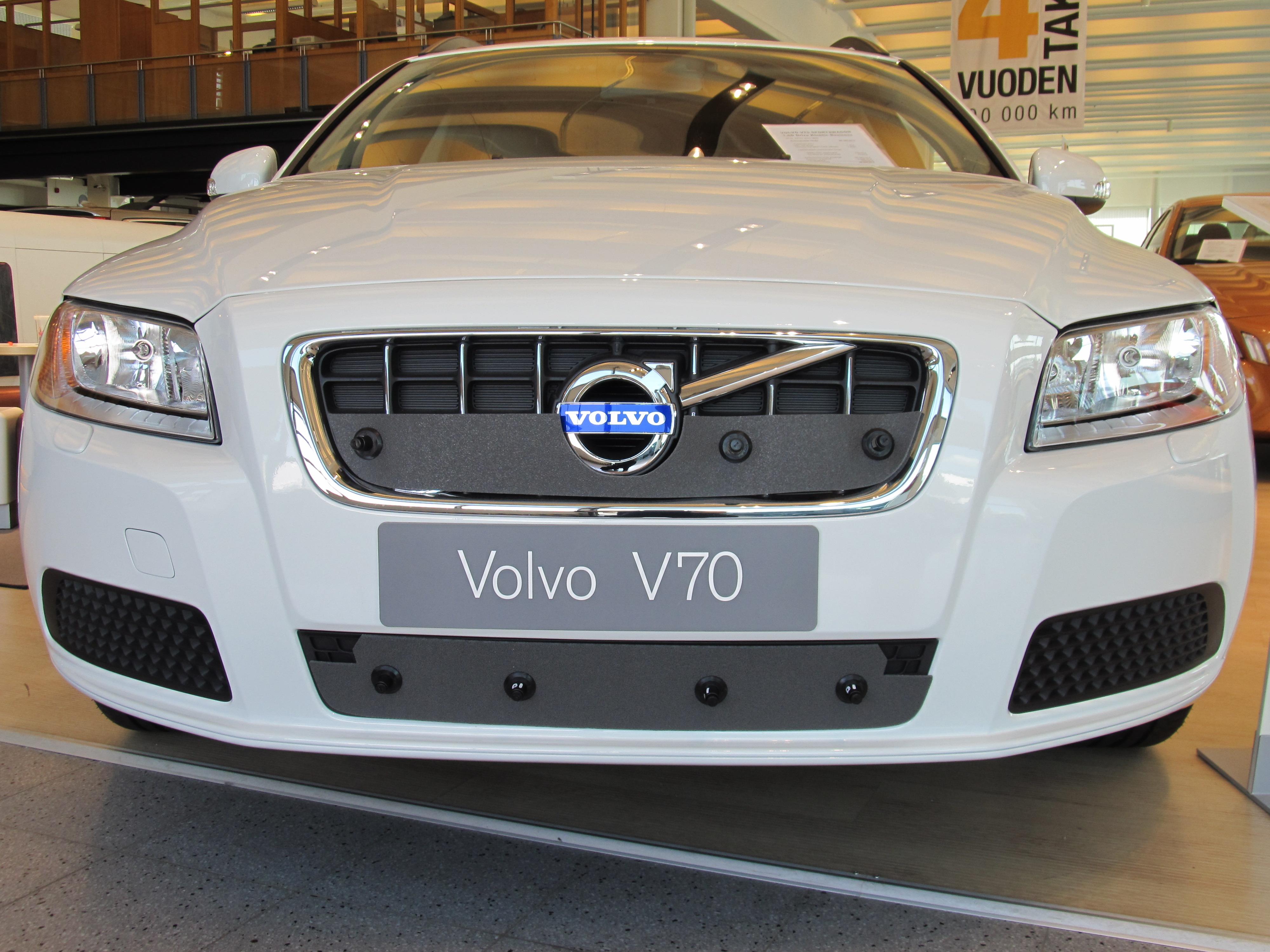 Maskisuoja Volvo 2010-2013, osittain umpinainen säleikkö